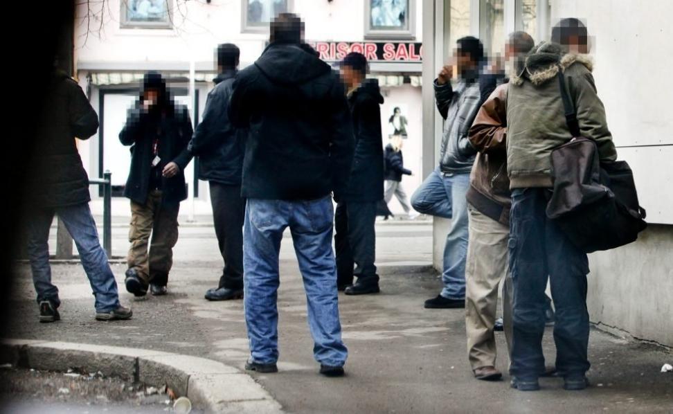 De dårligst integrerte somalierne er kjent for omsetning og bruk av rusmiddelet khat, som selges åpenlyst på gaten på Grønland i Oslo. Andre somaliere er aktive i studier og arbeidsliv, og organiserer seg. Foto: Aftenposten/NTB scanpix.