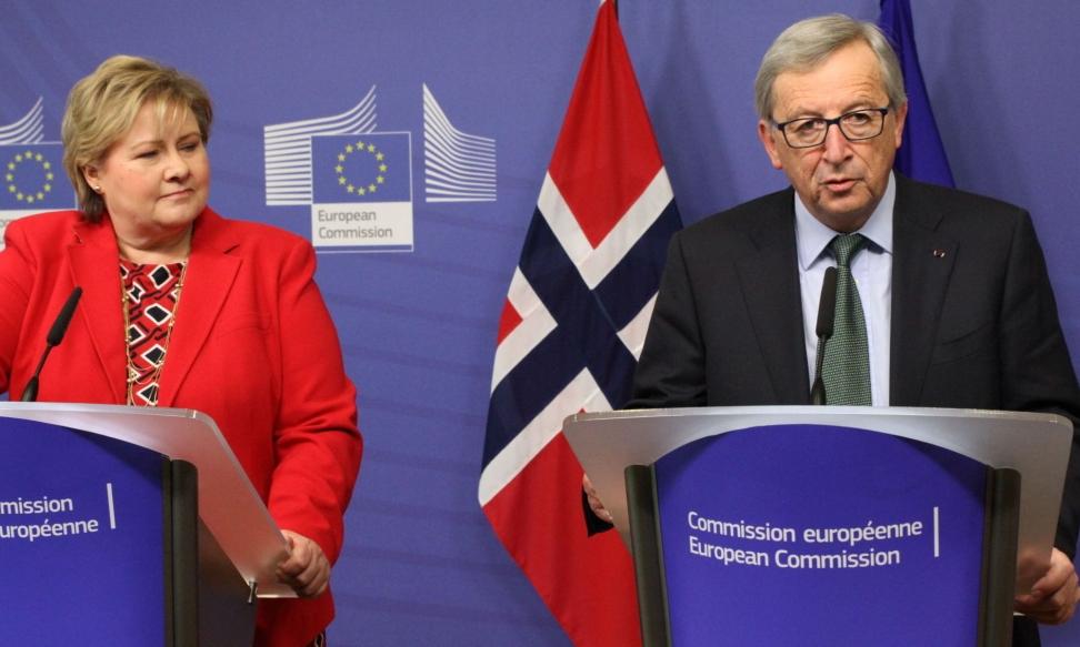 INN I EURO-LAND: Erna Solberg (H), her på besøk hos EU-kommisjonens president Jean-Claude Juncker i januar, har lenge ønsket seg EU-medlemskap og euro. Nå vil Juncker og fire andre EU-presidenter ha enda mer styring med eurolandenes budsjetter. Foto: Thomas Vermes / ABC Nyheter