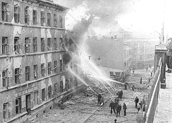 III (07) Bombingen av Victoria terrasse