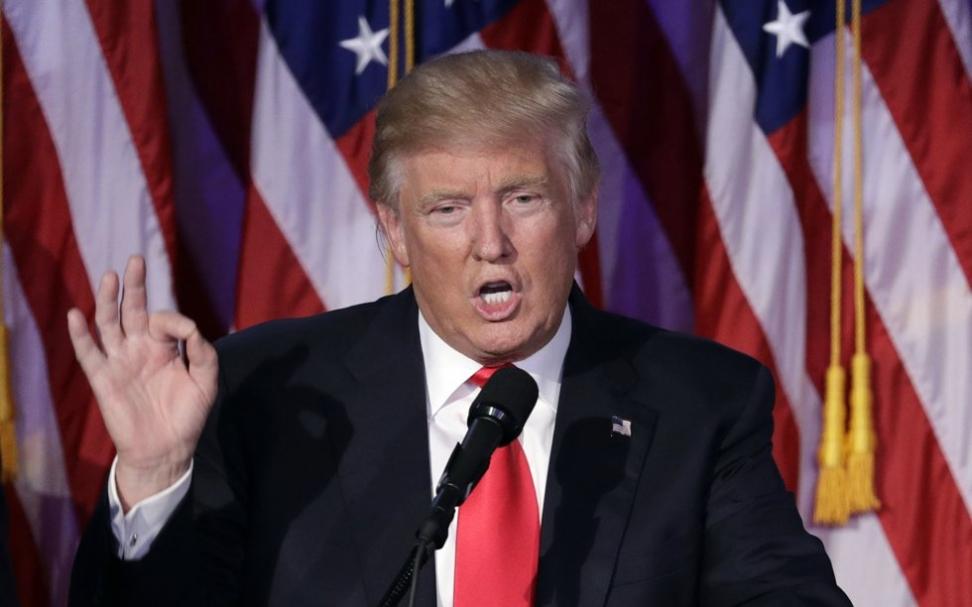 Fredag kveld norsk tid avlegger Donald Trump presidenteden. Foto: John Locher / AP