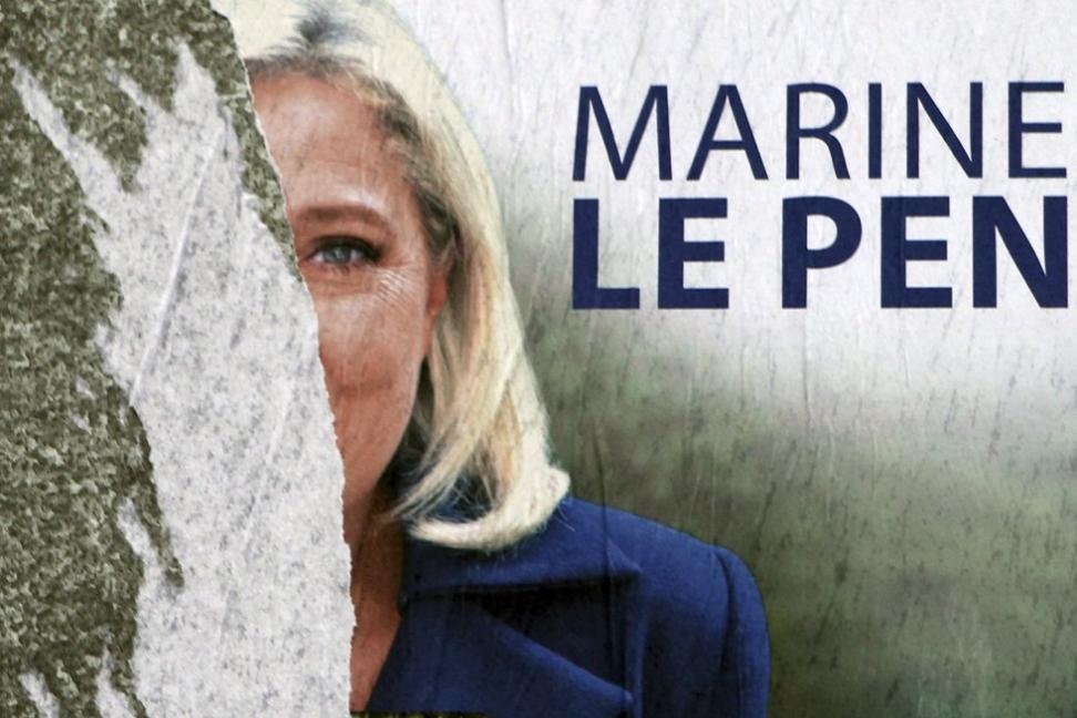 Franske ambassadører går hardt ut mot høyrekandidaten Marine Le Pen og sier at de vil nekte å tjenestegjøre under henne dersom hun vinner presidentvalget i april. Foto: AP / NTB scanpix Foto: NTB scanpix